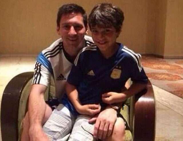 Pai de criança ignorada por Messi desmente foto de encontro
