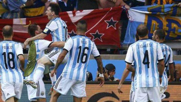 Argentina sofre contra o Irã, mas Messi salva no fim