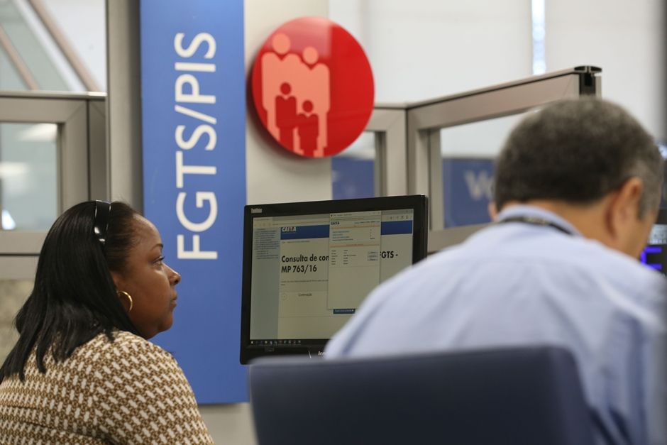 Saques do FGTS inativo começam nesta semana