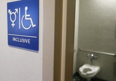 Trump anula uso de banheiros por estudantes transgênero em escolas públicas