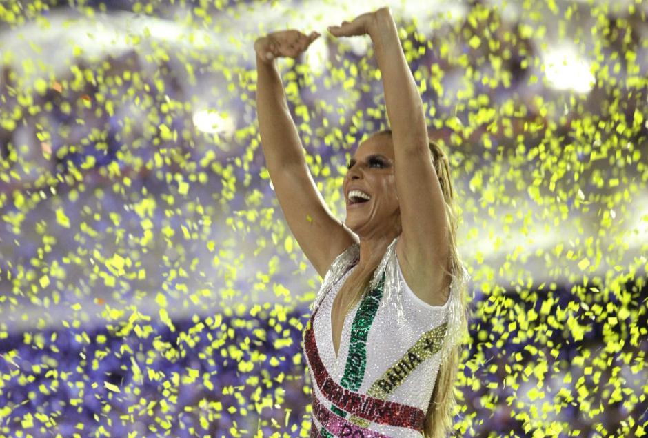Afastada do Carnaval, Ivete Sangalo é homenageada com boneco de Olinda; veja