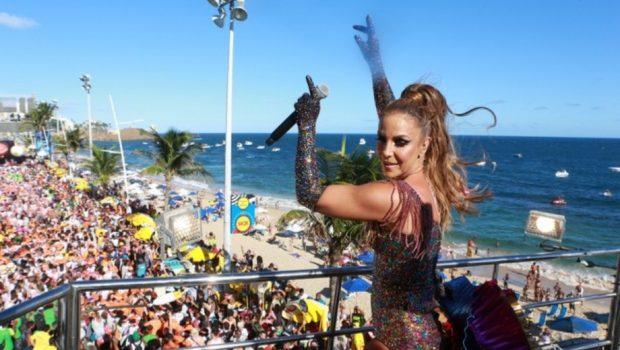 Ivete Sangalo canta na Bahia às vésperas de seu desfile no Rio