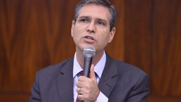 Francisco Jr quer maior transparência na fila de espera das cirurgias em Goiás