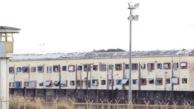 Briga entre presidiários deixa um morto na Penitenciária Coronel Odenir Guimarães, em Aparecida