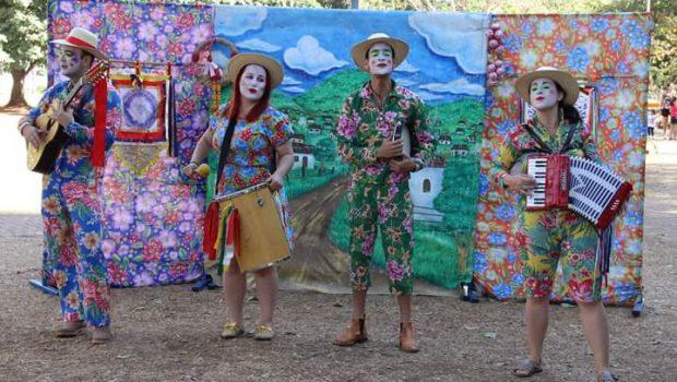 Cia. Teatral Oops!… apresenta Arruda com Alecrim no Domingo no Parque