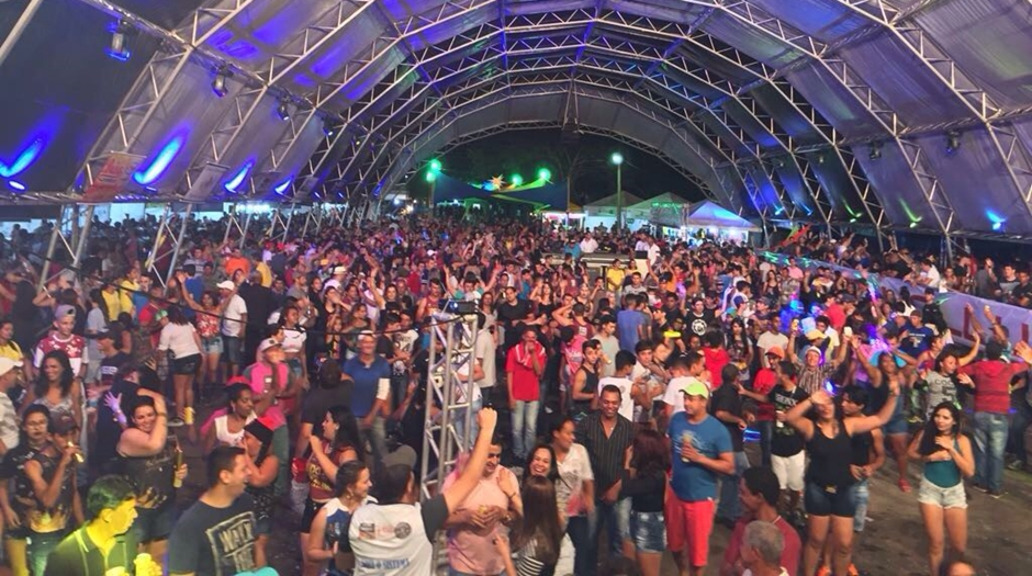 Primeira noite de carnaval em Buriti Alegre é marcada por animação dos foliões