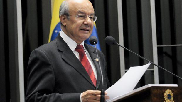 Eleição no Senado: PT libera bancada e indica Pimentel para primeira secretaria