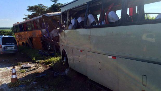 Acidente entre 2 ônibus deixa 8 mortos e 50 feridos em Teodoro Sampaio (SP)