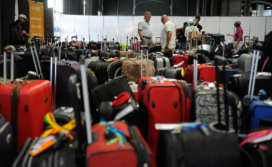 Resultado de imagem para Justiça Federal suspende cobrança por bagagem despachada