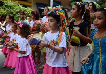 Confira 9 dicas para curtir o carnaval em segurança com as crianças