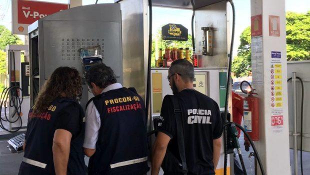 Procon e Decon realizam vistorias em postos de combustível em Goiânia