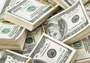 Dólar fecha em R$ 3,05, menor valor desde maio de 2015