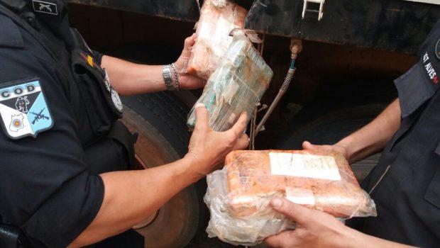 PM apreende carga de cocaína escondida em caminhão que transportava ferro velho