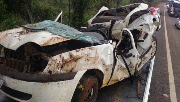 Homem perde controle do veículo, capota e morre preso às ferragens, em Barro Alto