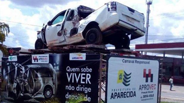 Prefeitura de Aparecida usa carros acidentados para conscientizar motoristas