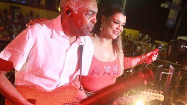 Gil e Preta cantam juntos em encontro de trios no carnaval de Salvador
