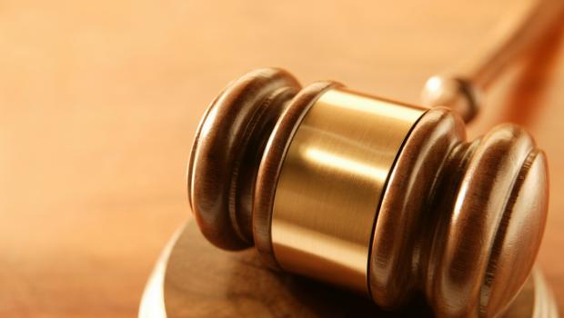 Tribunal condena homem que desfilava com amante para humilhar a ex