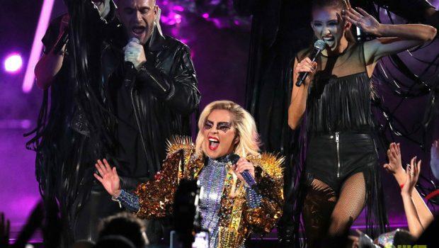 Com vibe futurista e protesto político, Lady Gaga é atração no 51º Superbowl