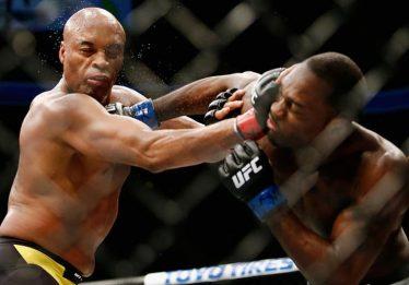 Anderson Silva supera americano e volta a vencer no UFC após 4 anos