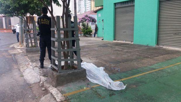 Morador de rua morre após ser atingido por carro em Goiânia
