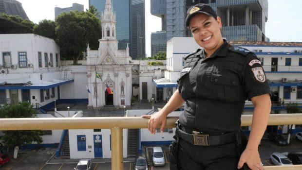 Capitã da Polícia Militar é presa por incitar greve no Facebook