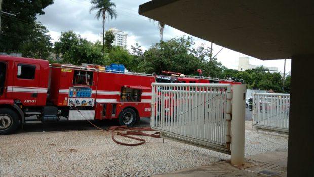 Incêndio atinge instituto de arquelogia e antropologia da PUC-GO