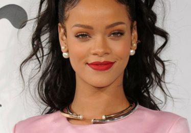 Rihanna nega convite do Super Bowl em apoio a Kaepernick