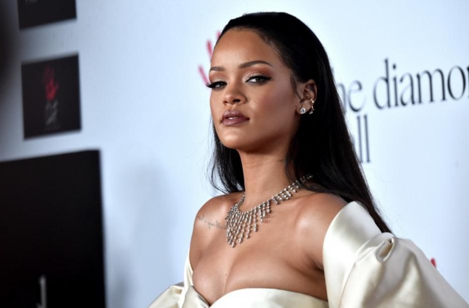 Tabloide britânico afirma que Rihanna está gravando dois álbuns totalmente diferentes