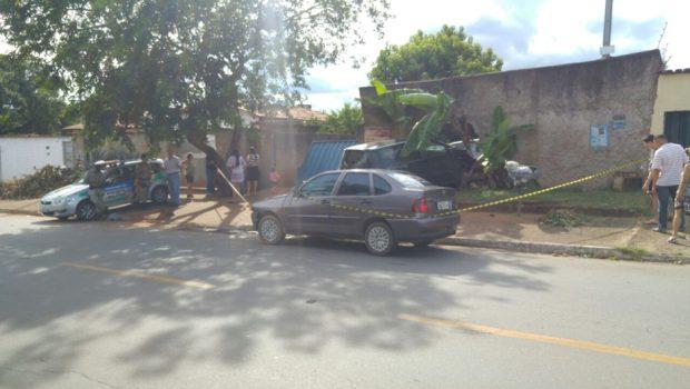 Assaltante é arrastado por carro em Senador Canedo
