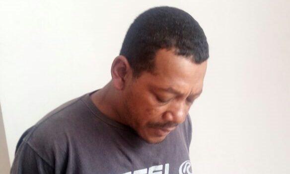Homem é preso por agredir mulher com cabo de vassoura