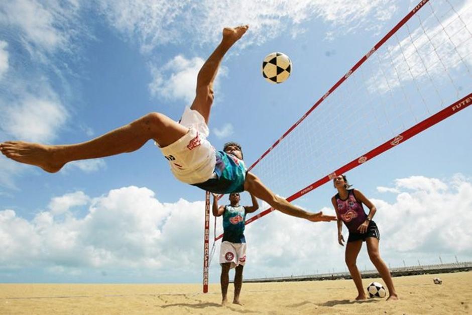 Caldas Novas recebe torneio de futevôlei com estrutura de praia