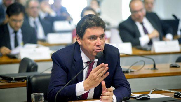 Senador goiano Wilder Morais defende fracionamento de férias