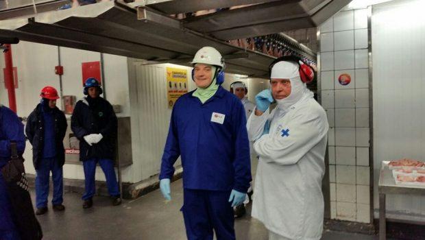 Maggi visita planta da BRF em Goiás acompanhado por representantes da imprensa chinesa