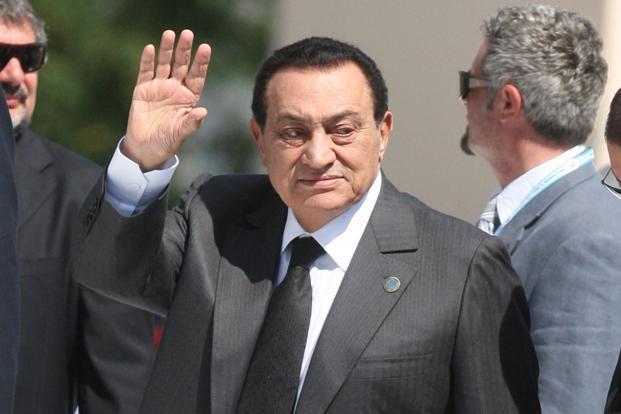 Ex-presidente do Egito Hosni Mubarak é solto após seis anos de prisão