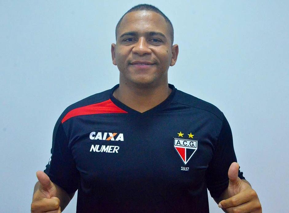 Demitido do Goiás por agredir colega, Walter acerta com Atlético-GO