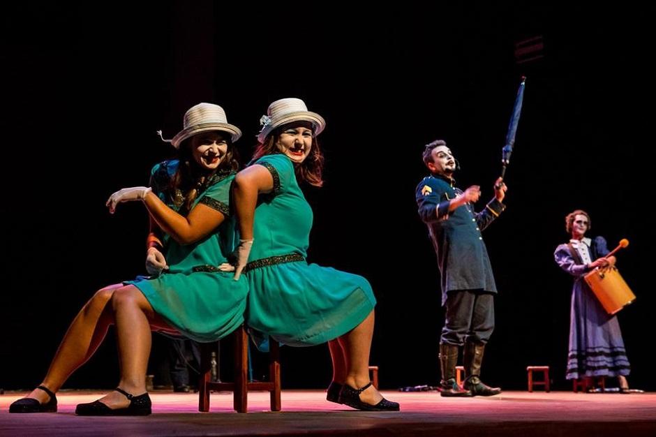 Cia Teatral Oops!.. encena peça gratuitamente no Parque Flamboyant