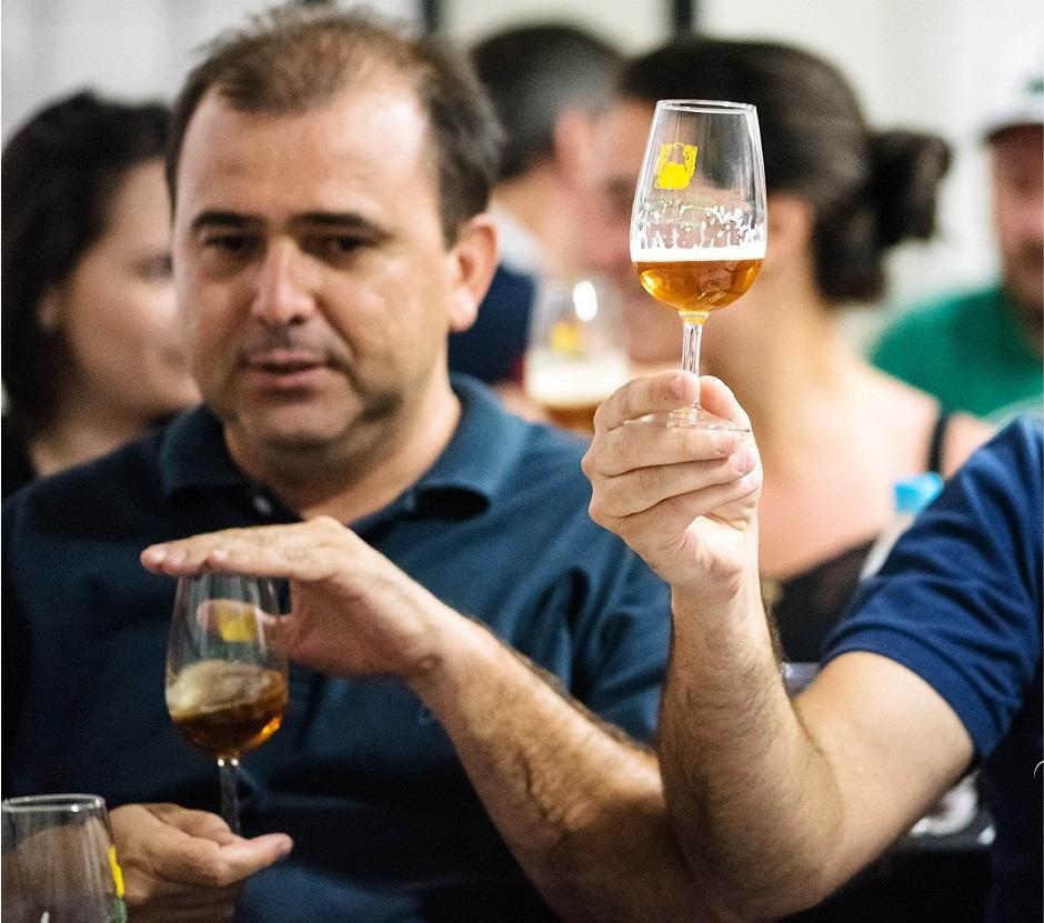 Curso de especialização em cerveja é realizado em cervejaria goiana