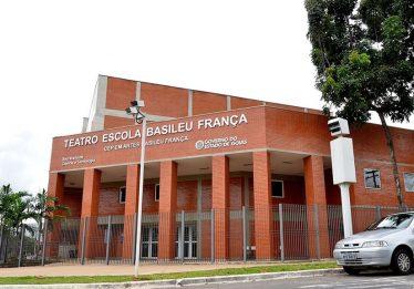 Alunos do Basileu França organizam ação após demissão de professores