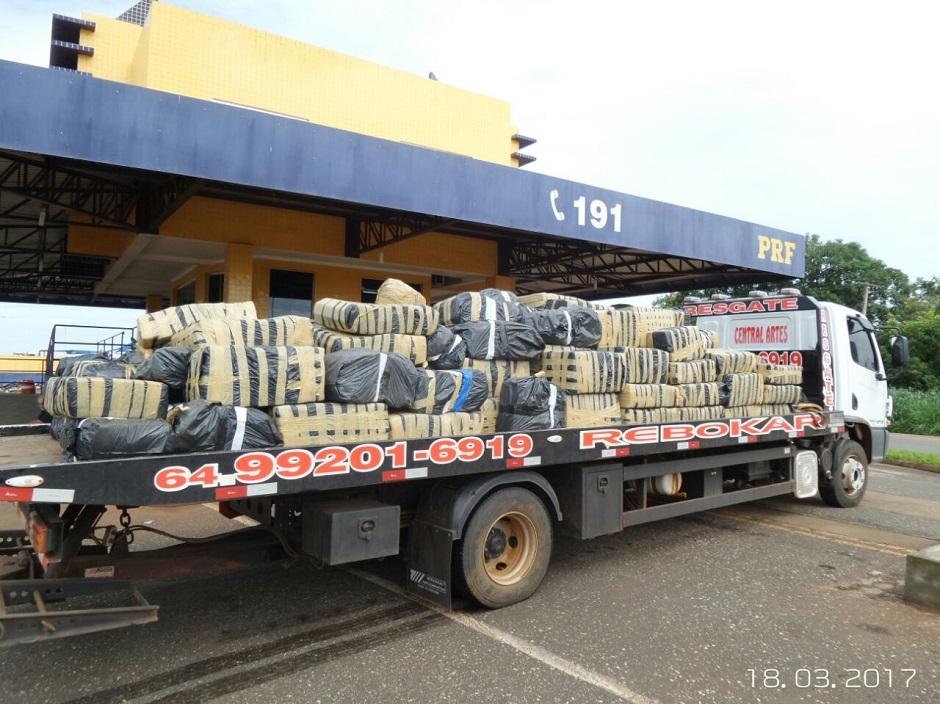PRF apreende mais de sete toneladas de maconha na BR-060, em Rio Verde