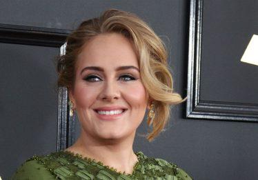 Adele se separa de Simon Konecki após sete anos de relacionamento
