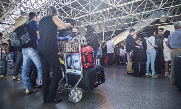 Novas regras para transporte aéreo começam a valer na terça-feira (14)