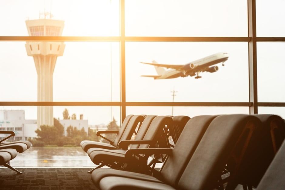 Companhias aéreas são condenadas a indenizar cliente por atraso de voo