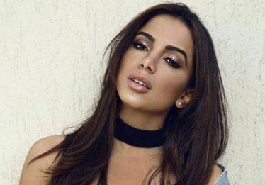 Anitta interrompe bloco para dar bronca em ladrão de celular