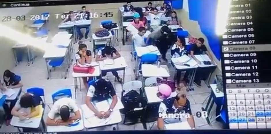 Bandidos invadem escola e assaltam alunos dentro de sala de aula, em Abadia de Goiás; assista