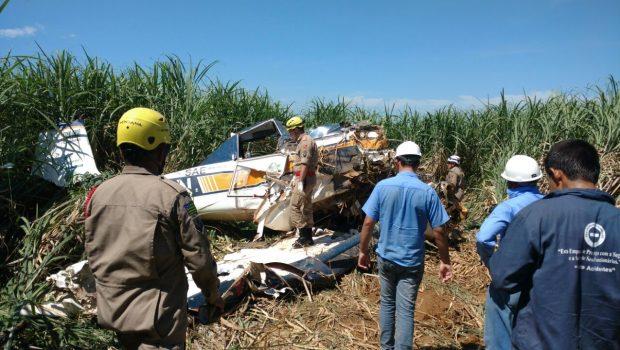 Avião agrícola cai em canavial na BR-080, próximo a Barro Alto