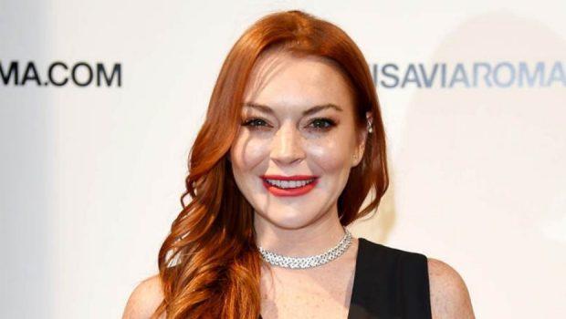Lindsay Lohan está criando uma linha de maquiagens