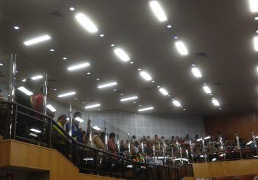 Mototaxistas e feirantes lotaram a galeria da Câmara de Goiânia