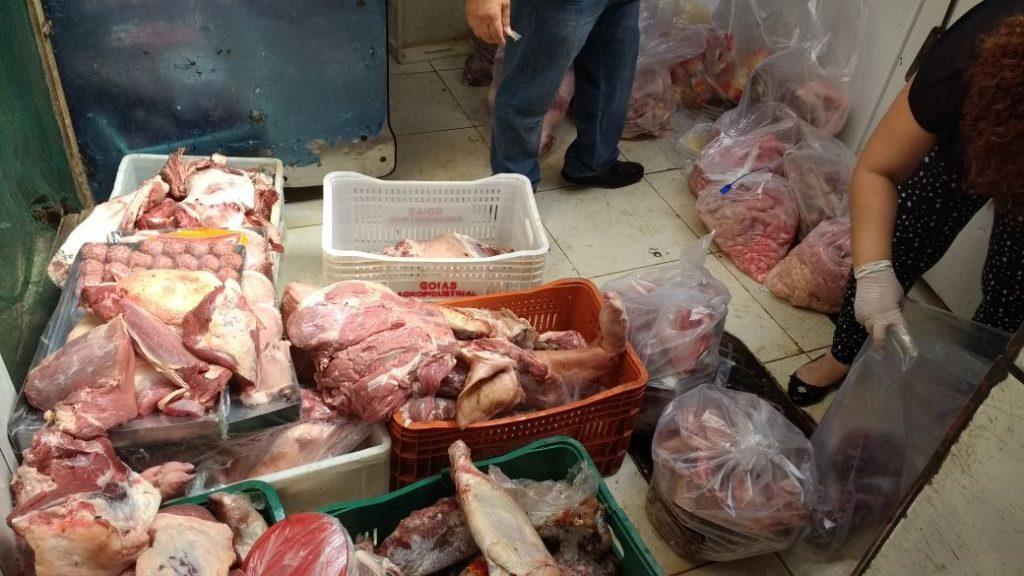 Decon apreende 421 quilos de carnes vencidas em mercado do Jardim Novo Mundo