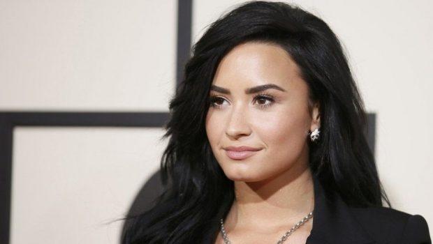 Demi Lovato vai oferecer sessões de terapia para fãs