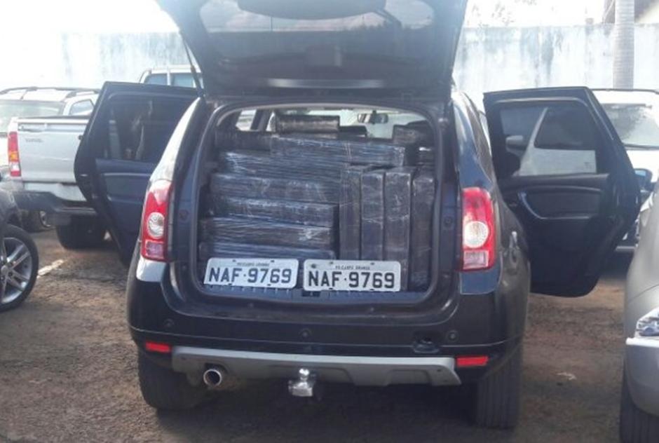 PM apreende 700 kg de droga em abordagem na GO-050
